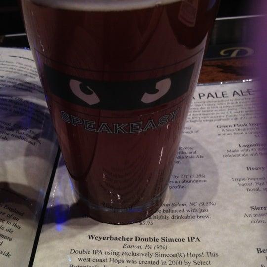 รูปภาพถ่ายที่ Tyler's Restaurant & Taproom โดย Mark H. เมื่อ 3/6/2012