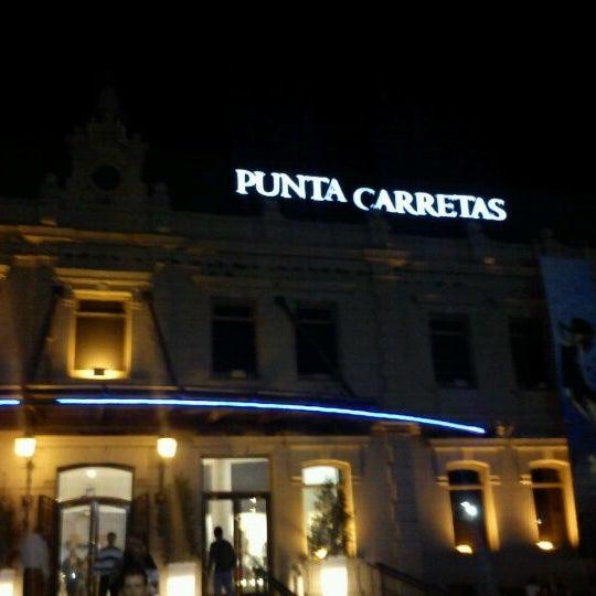 Foto tirada no(a) Punta Carretas Shopping por Fernanda D. em 5/2/2012