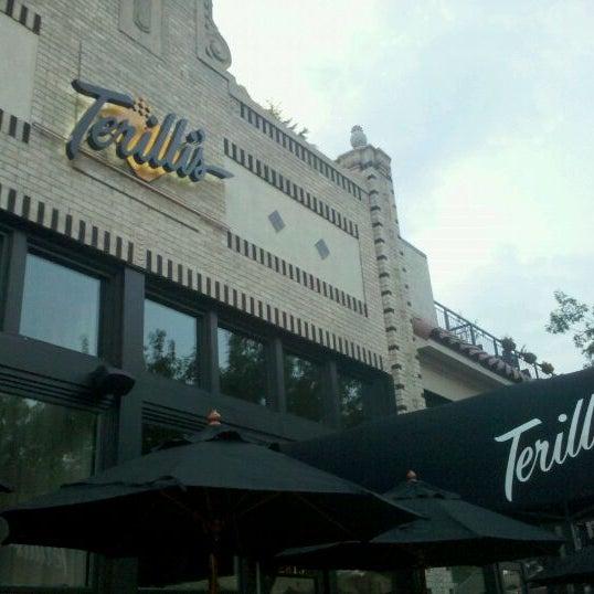 รูปภาพถ่ายที่ Terilli's โดย Paul E. เมื่อ 9/2/2011