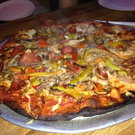 รูปภาพถ่ายที่ Star Tavern Pizzeria โดย Ari S. เมื่อ 12/22/2011