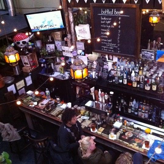 Photo prise au Lulu's par Abby A. le4/10/2011