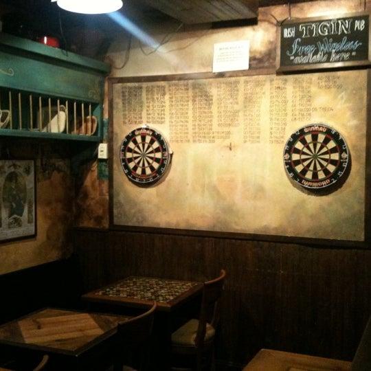 Foto tirada no(a) Tigin Irish Pub por Morgan G. em 4/22/2011
