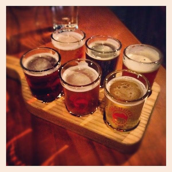 Foto tomada en Deschutes Brewery Portland Public House por Jacob G. el 5/29/2012