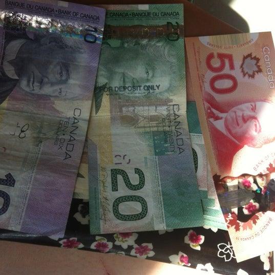 Foto scattata a British Columbia Visitor Centre @ Peace Arch da Charnie D. il 7/13/2012