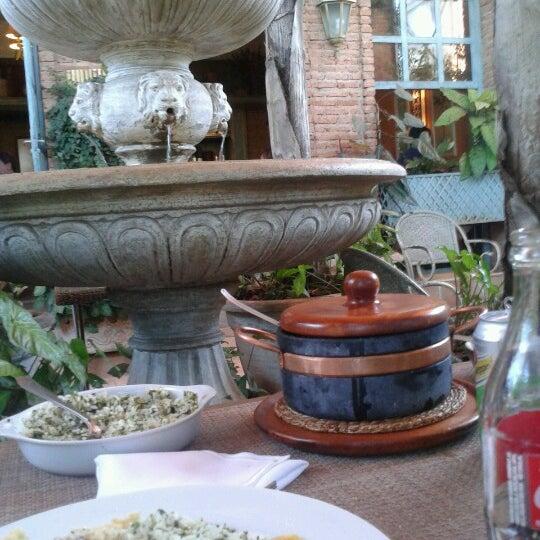 Photo prise au Villa Tevere par Alberto O. le8/16/2012