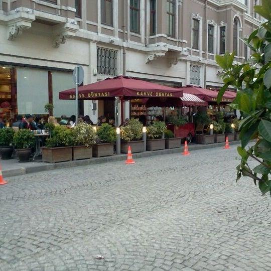 Foto tomada en Kahve Dünyası por Hatice Tuğçe K. el 4/3/2012