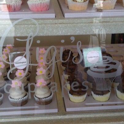 8/22/2012 tarihinde Sarah L.ziyaretçi tarafından Gigi's Cupcakes'de çekilen fotoğraf