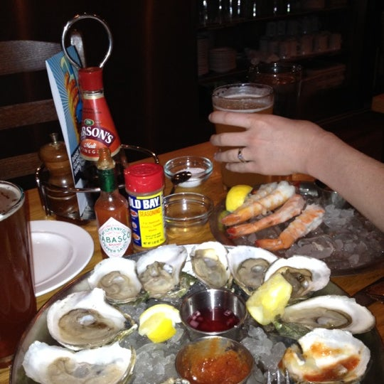 Foto scattata a Hank's Oyster Bar da Jennifer C. il 3/24/2012