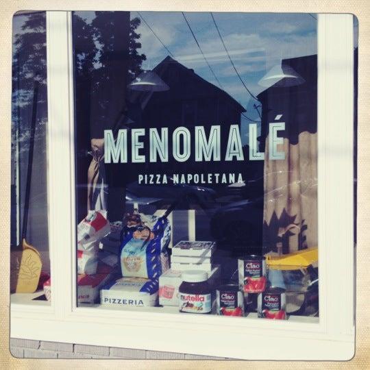 Foto scattata a Menomalé Pizza Napoletana da LaLa S. il 5/30/2012