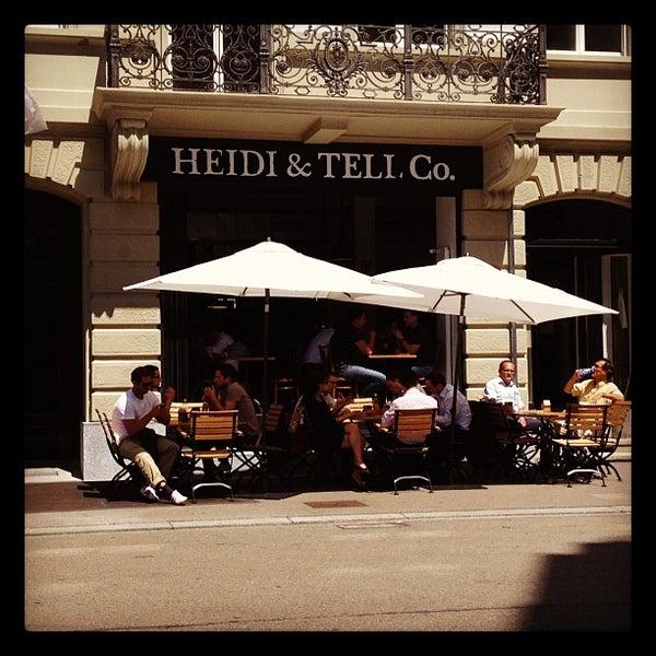 Foto tomada en HEIDI & TELL Co. por Gergina H. el 7/17/2012
