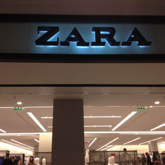 0a946260db1 Foto tirada no(a) Zara por Andressa em 7 22 2012