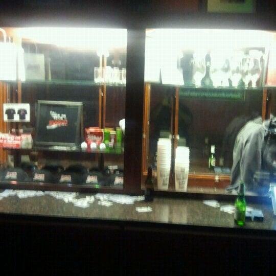 Das Foto wurde bei Shout House Dueling Pianos von Jermain H. am 5/13/2012 aufgenommen