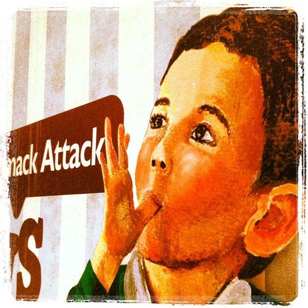 รูปภาพถ่ายที่ Schmackary's โดย Johnny S. เมื่อ 5/26/2012