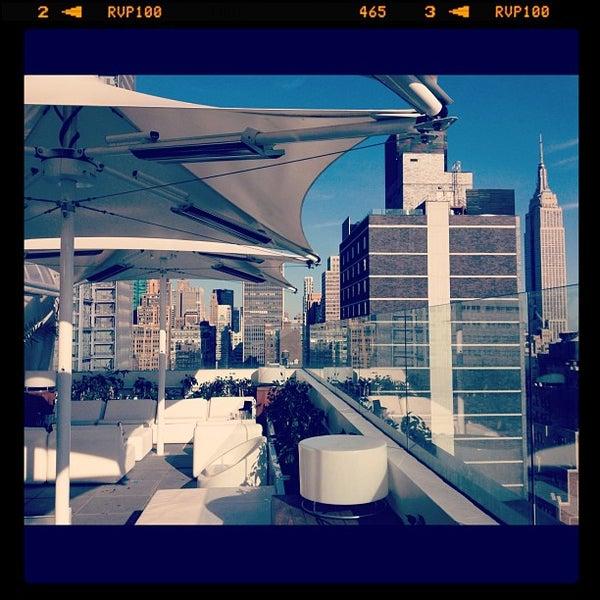 Снимок сделан в Sky Room пользователем Erica Y. 7/25/2012