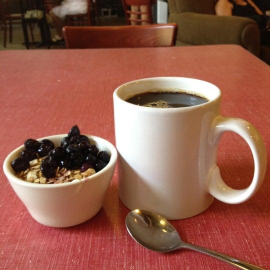 Снимок сделан в Sentient Bean пользователем Joey H. 7/29/2012