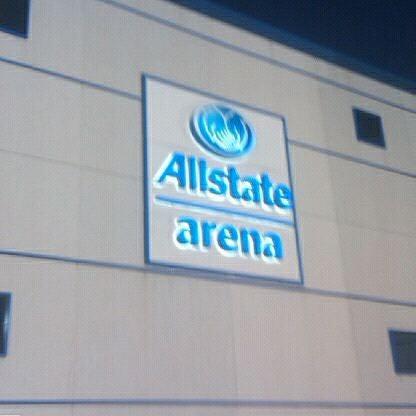 รูปภาพถ่ายที่ Allstate Arena โดย Eric A. เมื่อ 10/15/2011