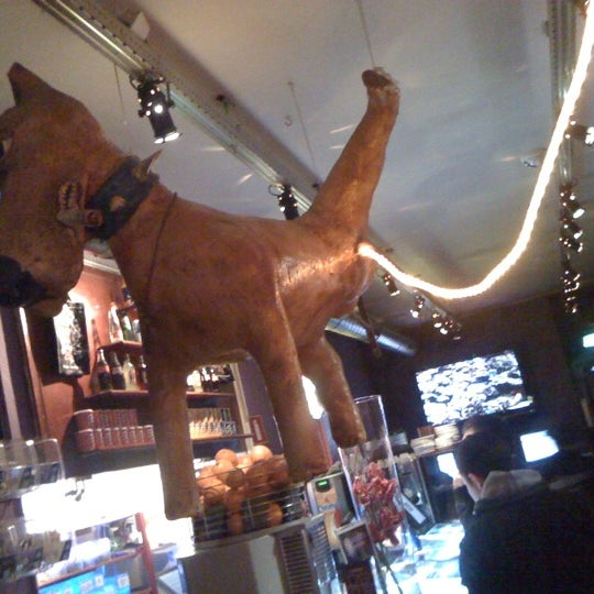 Foto tomada en Hunter's Coffeeshop por Жеребцов Z. el 4/14/2012
