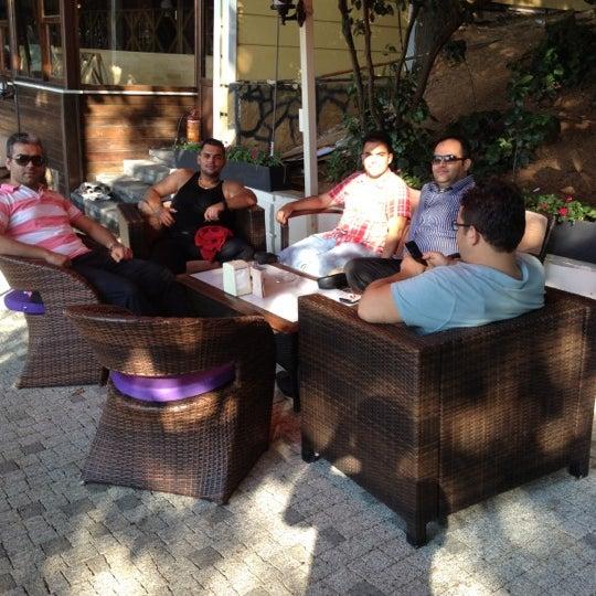 Foto scattata a Desde Cafe & Restaurant da Edip G. il 7/14/2012