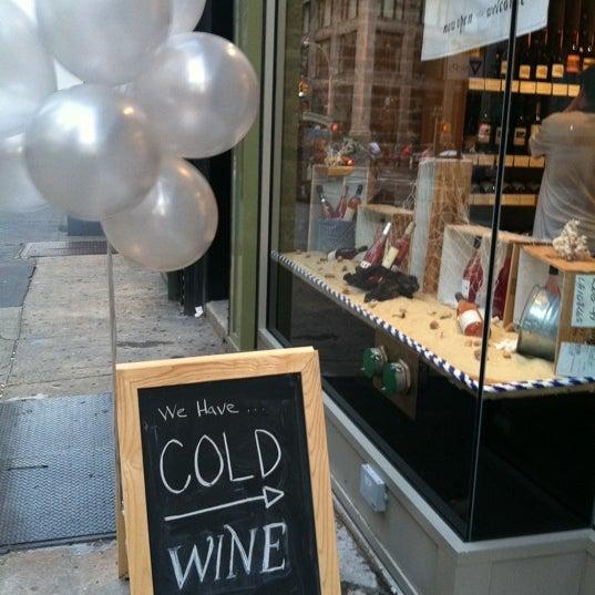Photo prise au Flatiron Wines & Spirits - Manhattan par Tara T. le6/21/2012