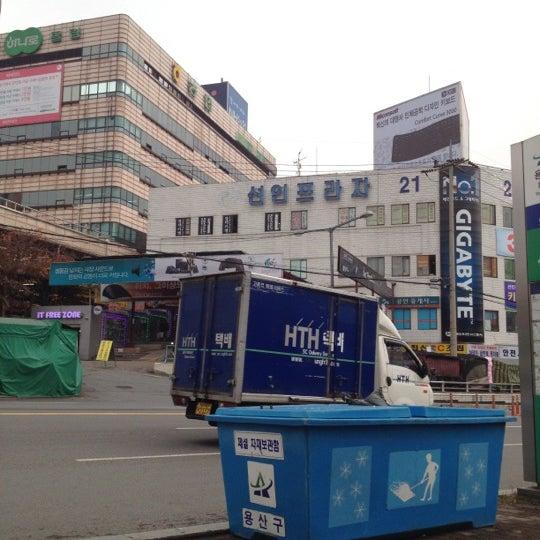 Photo taken at Yongsan Electronics Market by Asyrani Z. on 11 28 2011 653afcca296