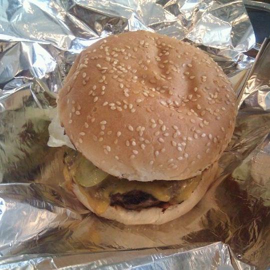 6/11/2011 tarihinde Jakobziyaretçi tarafından Burger Shoppe'de çekilen fotoğraf