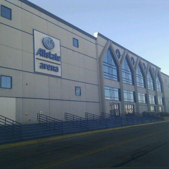 รูปภาพถ่ายที่ Allstate Arena โดย Emin D. เมื่อ 12/26/2011