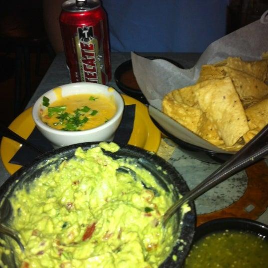 Foto scattata a Paco's Tacos & Tequila da Katie A. il 12/11/2011