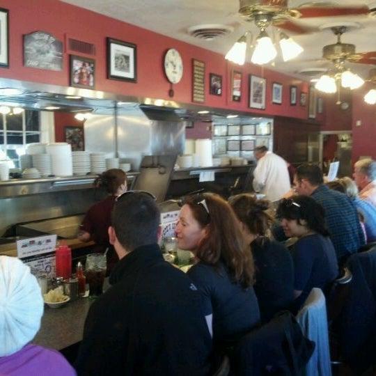 Foto tirada no(a) Pete's Grille por Mark D. em 4/6/2012
