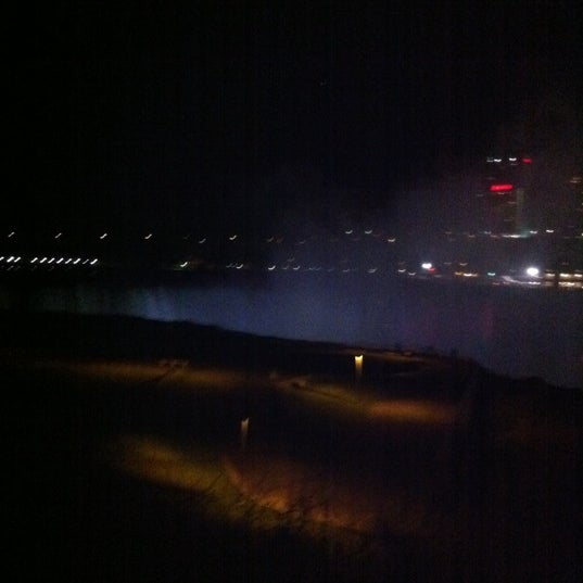 4/19/2012 tarihinde Thanya P.ziyaretçi tarafından Niagara Falls USA Official Visitor Center'de çekilen fotoğraf