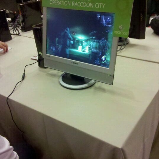 Photos at Gamestop XBOX 360 Gaming Lounge - Breakers (Now
