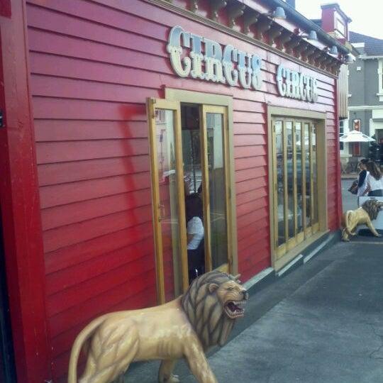 Foto tirada no(a) Circus Circus Cafe por Yang Y. em 3/16/2012