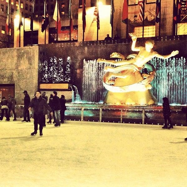 Das Foto wurde bei The Rink at Rockefeller Center von Júnior . am 3/20/2012 aufgenommen
