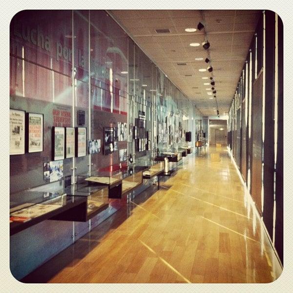 Foto diambil di Museo de la Memoria y los Derechos Humanos oleh Carlos A. pada 7/10/2012