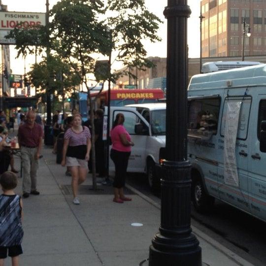 7/13/2012 tarihinde Richard M.ziyaretçi tarafından Fischman Liquors & Tavern'de çekilen fotoğraf
