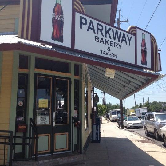 6/2/2012にGabrielle A.がParkway Bakery & Tavernで撮った写真
