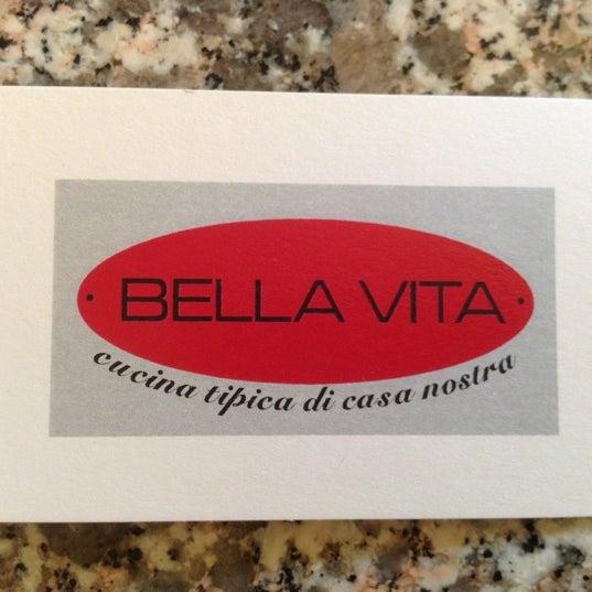 Foto scattata a Bella Vita da Joe il 8/4/2012