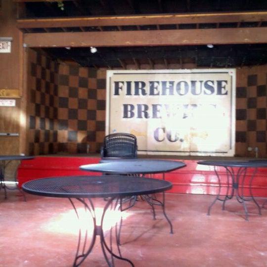 รูปภาพถ่ายที่ Firehouse Brewing Company โดย Jennifer R. เมื่อ 5/27/2011