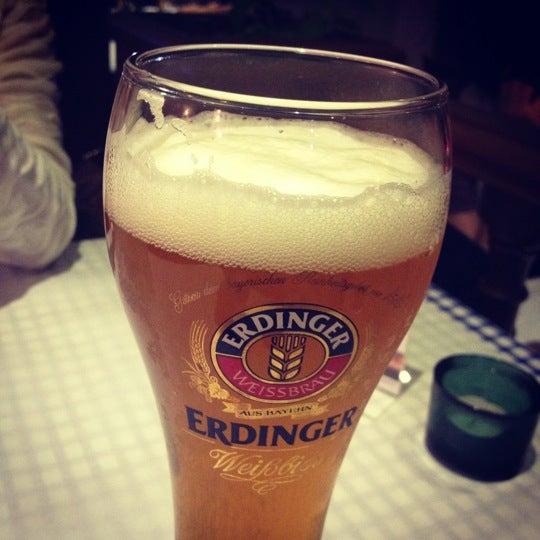 Снимок сделан в Die Stube German Bar & Resto пользователем Antony K. 3/24/2012