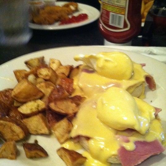 Foto scattata a Deluxe Station Diner da Melanie H. il 7/3/2011