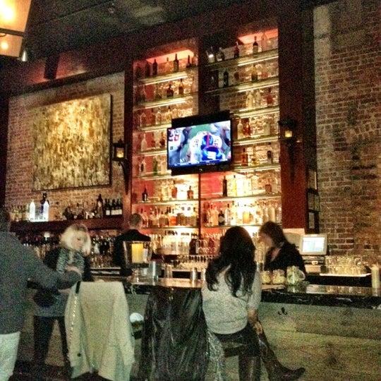 Photo prise au Honu Kitchen And Cocktails par Frankie G. le11/7/2011