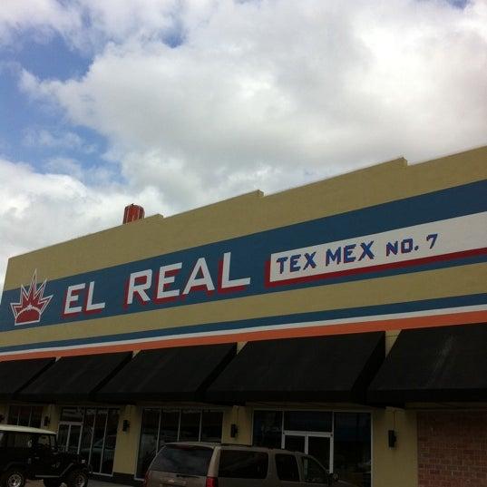 Снимок сделан в El Real Tex-Mex Cafe пользователем JUDSON T. 3/13/2011