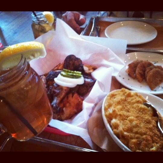 Photo prise au Percy Street Barbecue par Lydia R. le6/3/2012