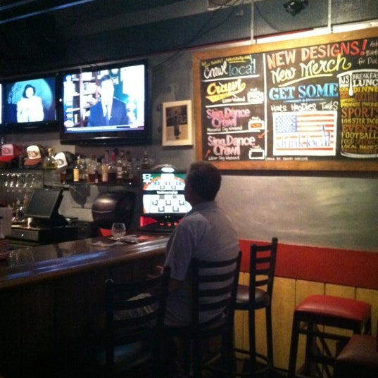 Photo prise au The Local Eatery and Drinking Hole par Will H. le7/13/2012