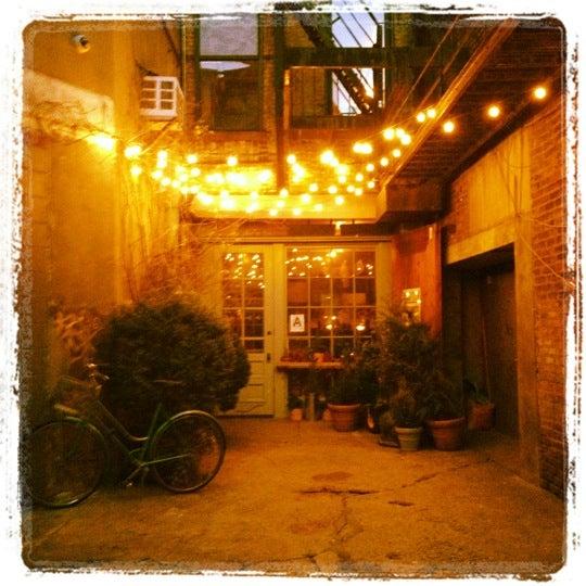 Foto tomada en Freemans por Kendra S. el 1/25/2012