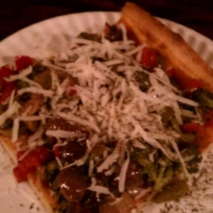 Foto tirada no(a) Nonna's L.E.S. Pizzeria por Stan K. em 10/4/2011