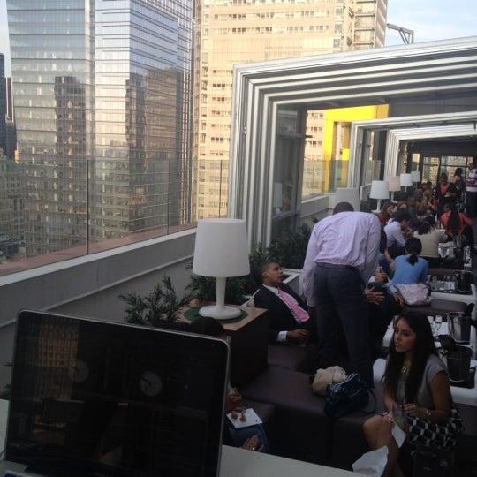 5/16/2012 tarihinde DJ BlaZin Bziyaretçi tarafından Sky Room'de çekilen fotoğraf