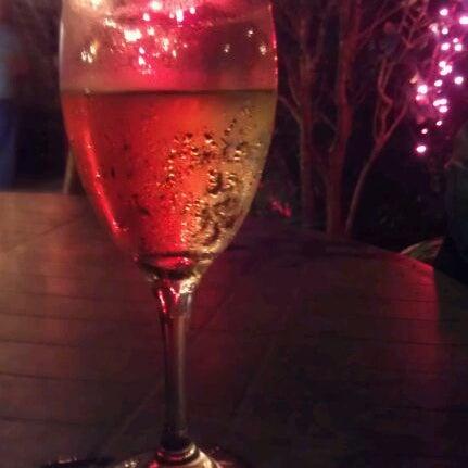 Photo prise au Bacchanal Wine par Leslie A. le6/6/2012