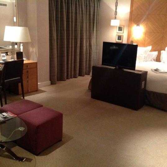 Foto scattata a Jumeirah Carlton Tower da Yuri B. il 5/15/2012