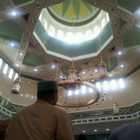 6/29/2012 tarihinde Momed M.ziyaretçi tarafından Masjid Al-Ameerah Al-Hajjah Maryam, Kg Jerudong'de çekilen fotoğraf