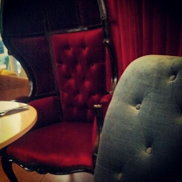 6/4/2012 tarihinde Ed H.ziyaretçi tarafından Toshi's Living Room'de çekilen fotoğraf